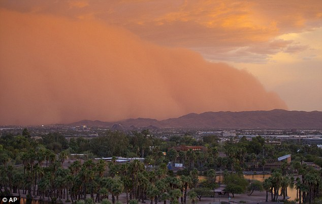 20140704 0200UT 03 1900MDT Pheonix AZ Dust Storm Photo